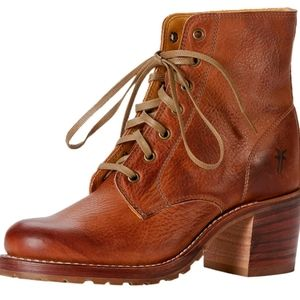 Frye Sabrina 6G lace up Boots 8